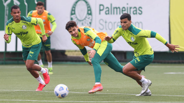Daniel Alves, Raphael Veiga e Danilo Barbosa